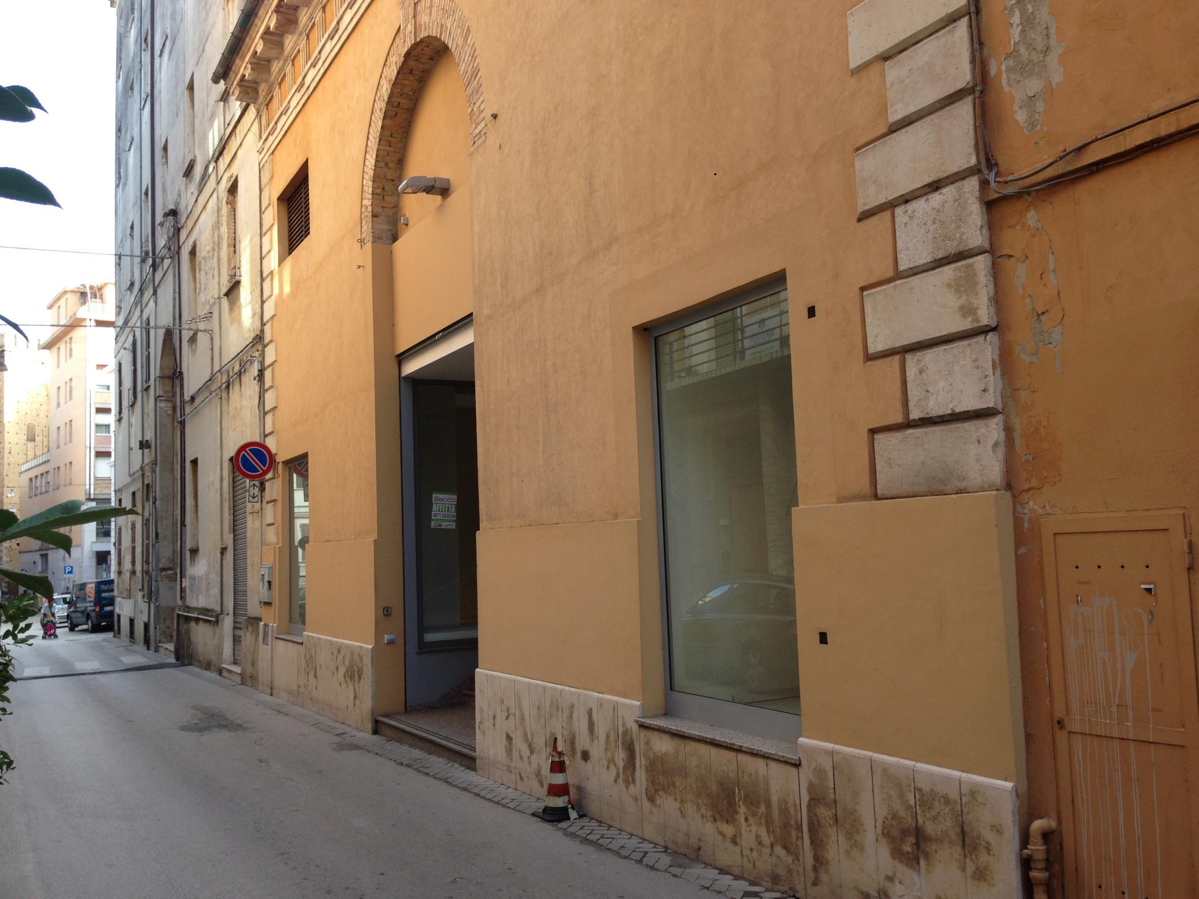 Negozio o Locale in affitto via marco vezio marcello Chieti (CH)