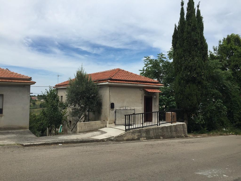 Casa indipendente in vendita a chieti ch contrada ss for Piani di campagna bassa con garage indipendente