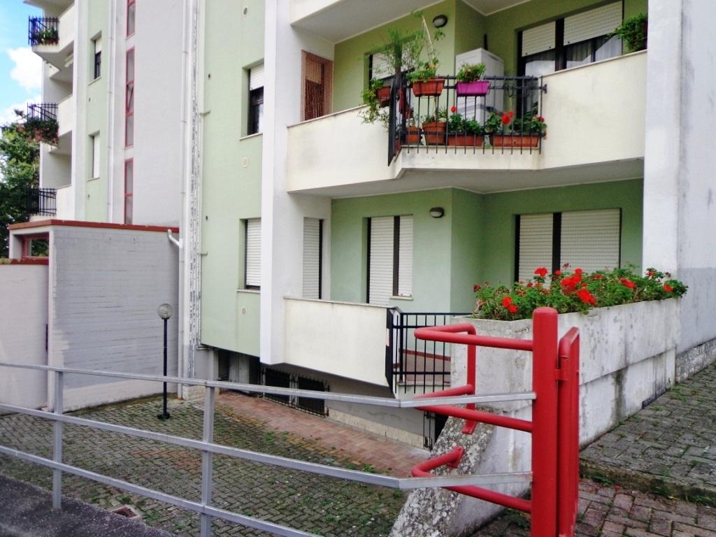 Appartamento in vendita a chieti ch via strabone for Doppi infissi esterni