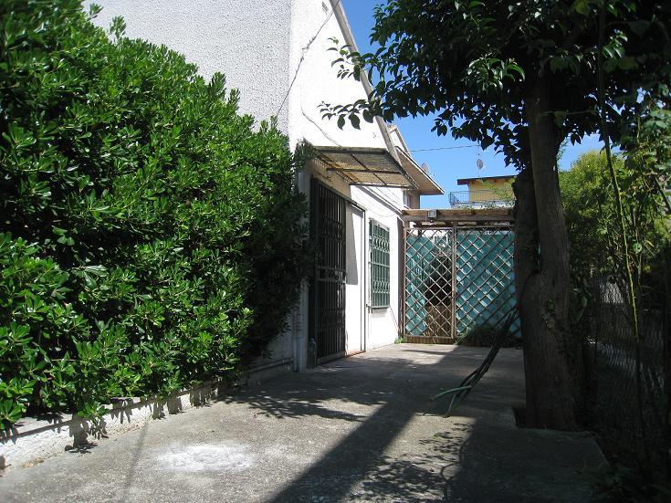 Casa indipendente in vendita in trav via d 39 avalos zona for Case in vendita pescara centro