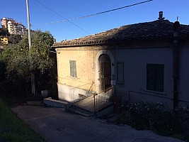 Porzione di casa in vendita via Picena Chieti (CH)