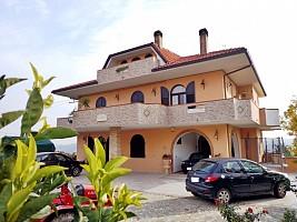 Villa bifamiliare in vendita via vaschiola Torrevecchia Teatina (CH)