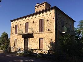 Casale o Rustico in vendita via S. Angelo Roccamontepiano (CH)
