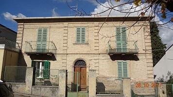 Casa indipendente in vendita Via Roma Casalincontrada (CH)