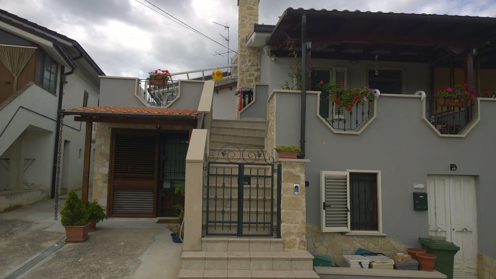 Casa indipendente in vendita via prati 51 Alanno (PE)