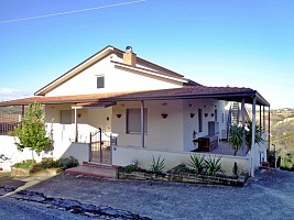 Casa indipendente in vendita contrada san leonardo Bucchianico (CH)