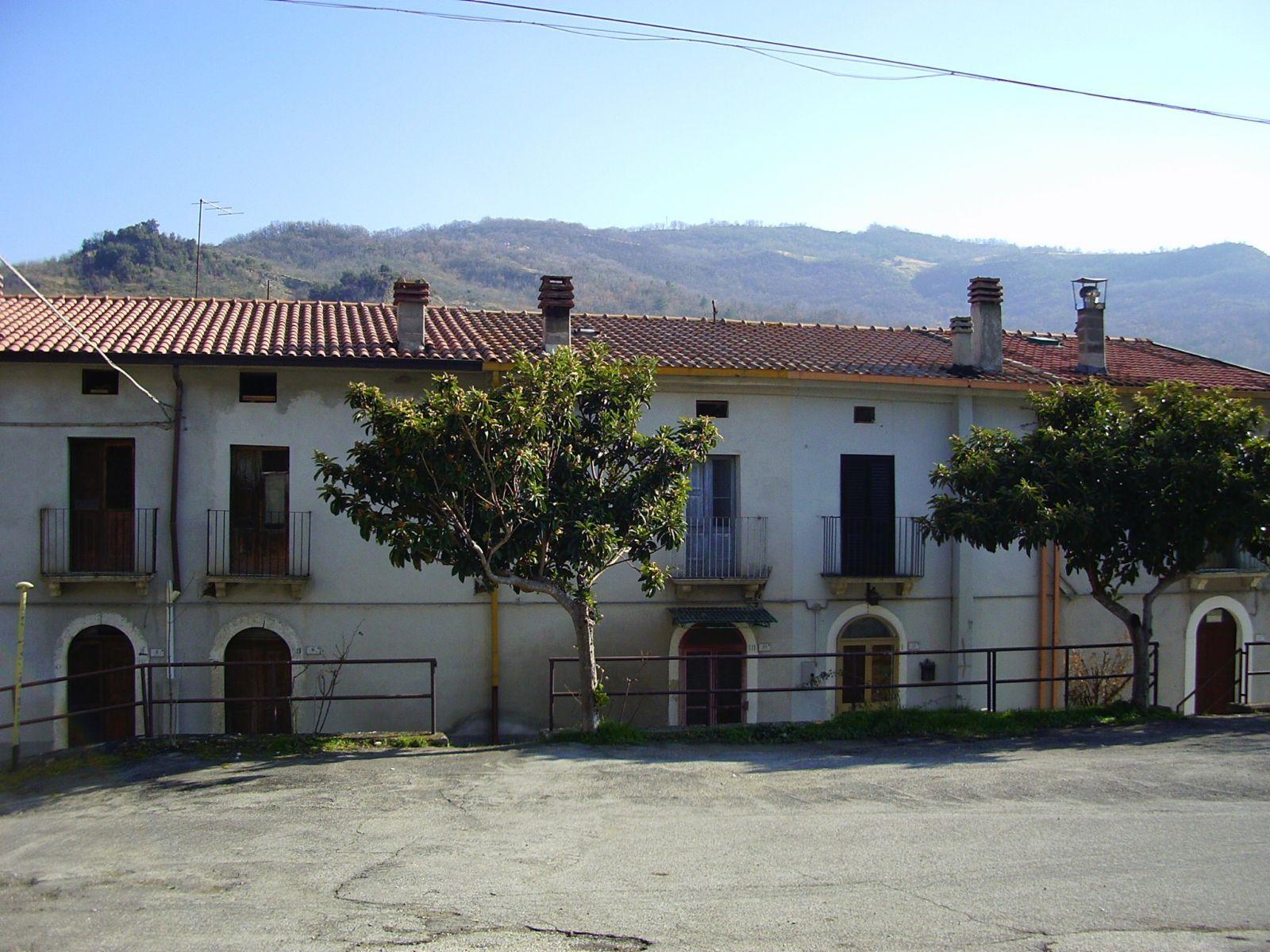 Porzione di casa in vendita in frazione piani marini for Piani di casa suocera