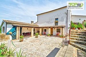 Villa in vendita c.da Galliano 11 Loreto Aprutino (PE)