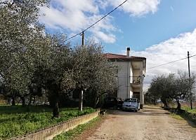 Porzione di casa in vendita via santa maria 72 Collecorvino (PE)