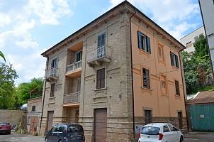 Stabile o Palazzo in vendita via martiri angolani 70 Loreto Aprutino (PE)