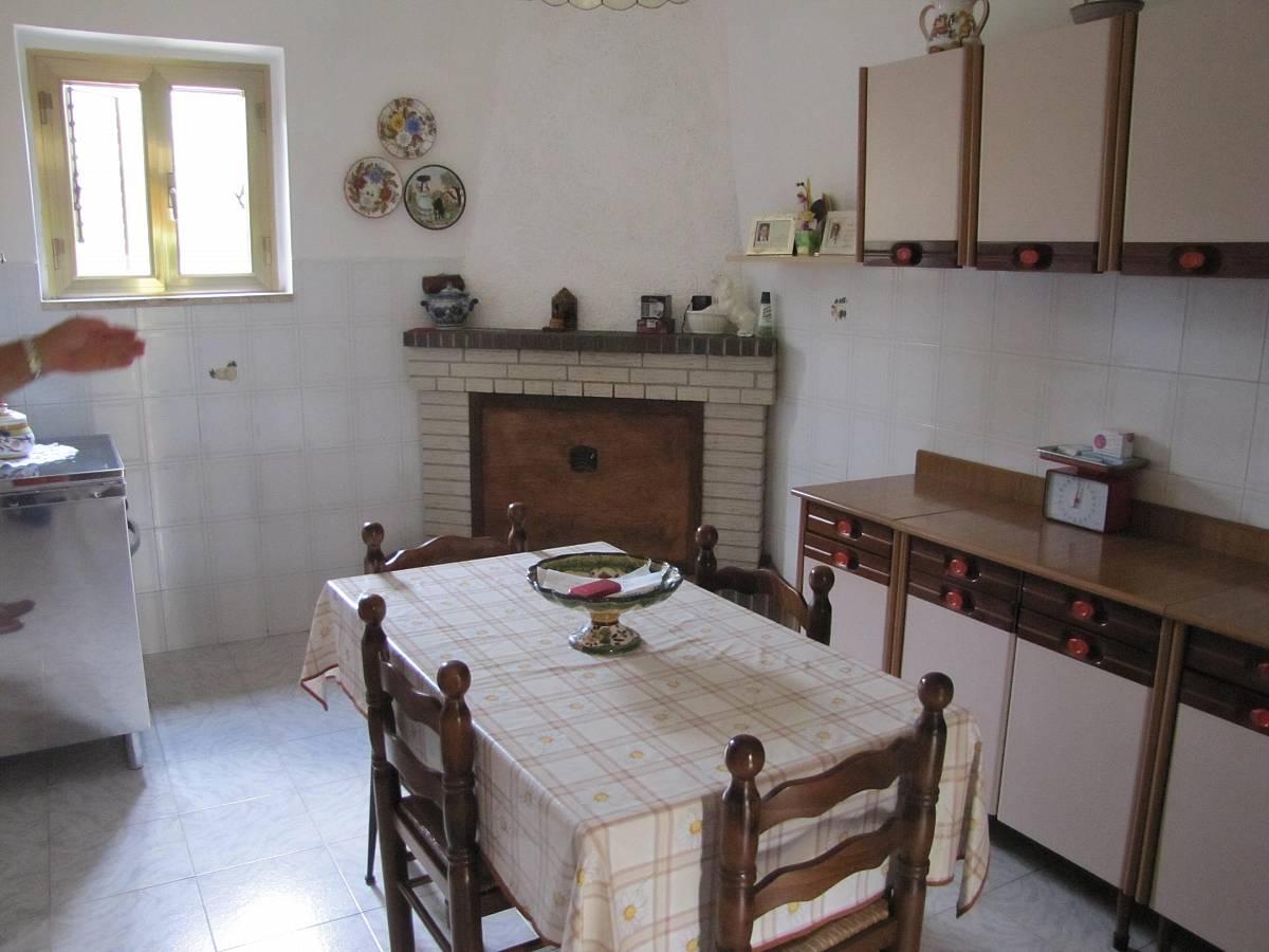 Casa indipendente in vendita in via lavino a for Costo della casa di 900 piedi quadrati
