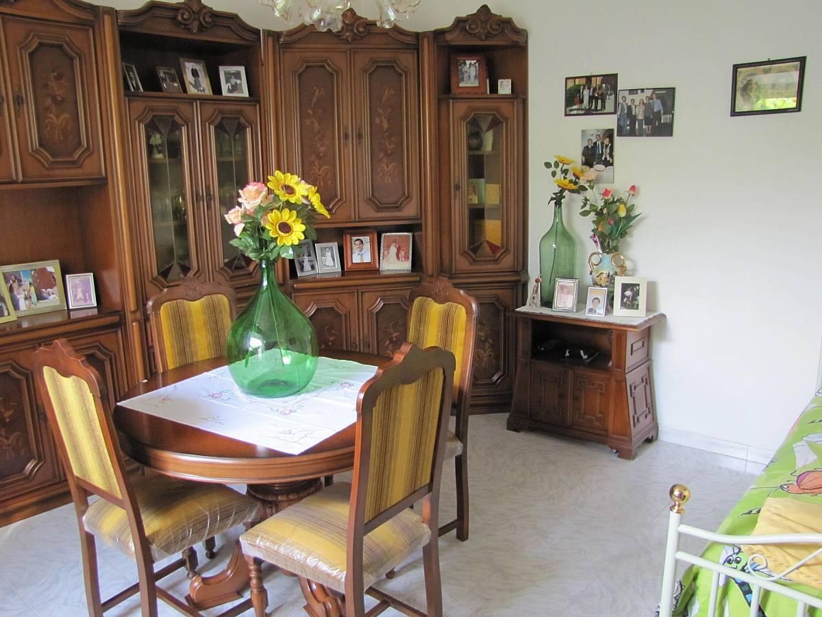 Casa indipendente in vendita in via lavino a for Planimetria casa 1200 piedi quadrati