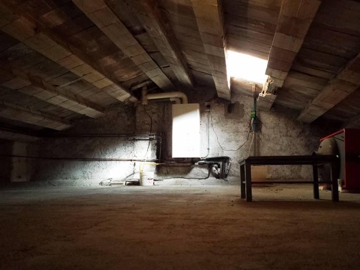 Casa indipendente in vendita in via xxi aprile a lama dei for Due garage di storia in vendita