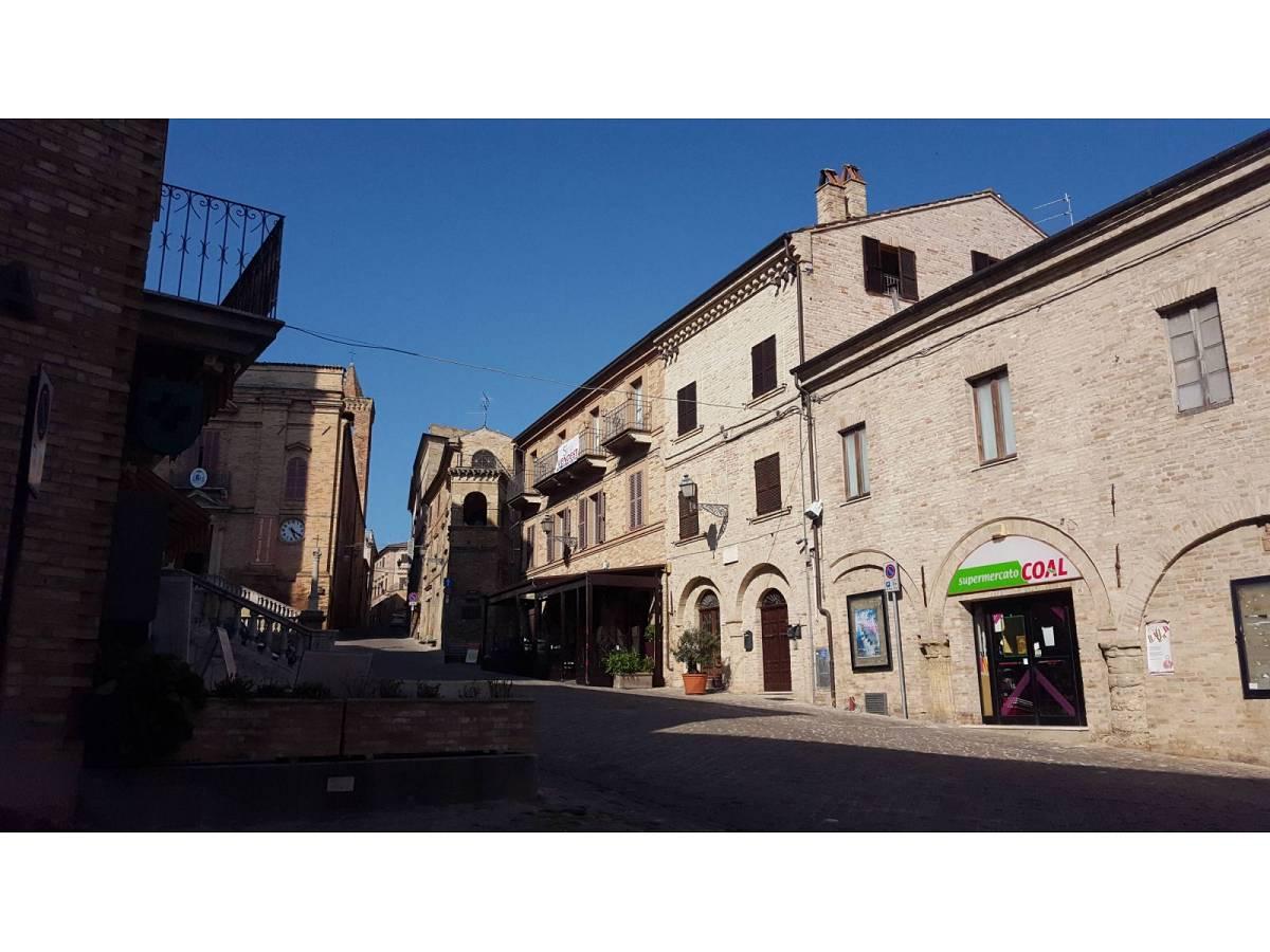 Stabile o Palazzo in vendita in Piazza Ascanio Condivi  a Ripatransone - 104177 foto 3