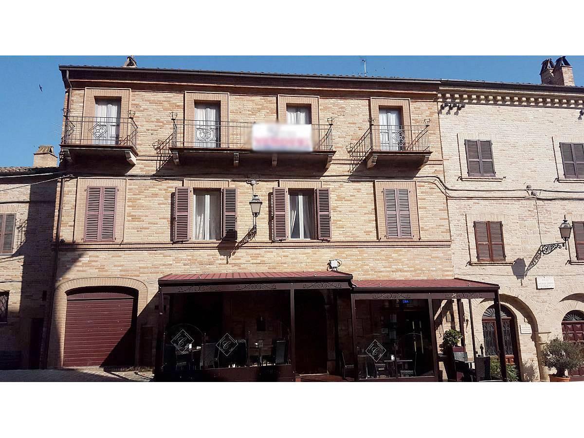 Stabile o Palazzo in vendita in Piazza Ascanio Condivi  a Ripatransone - 104177 foto 1