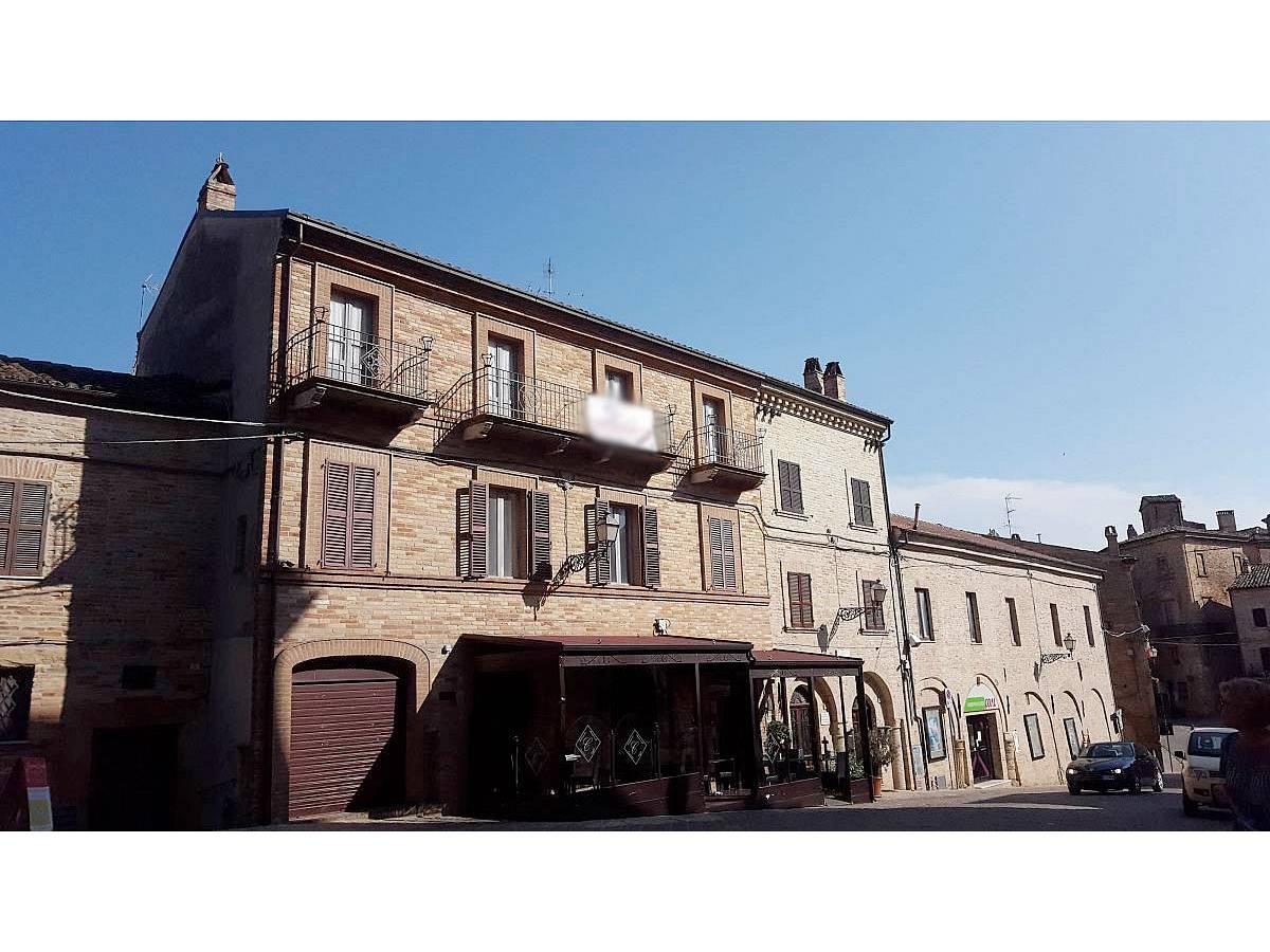 Stabile o Palazzo in vendita in Piazza Ascanio Condivi  a Ripatransone - 104177 foto 2