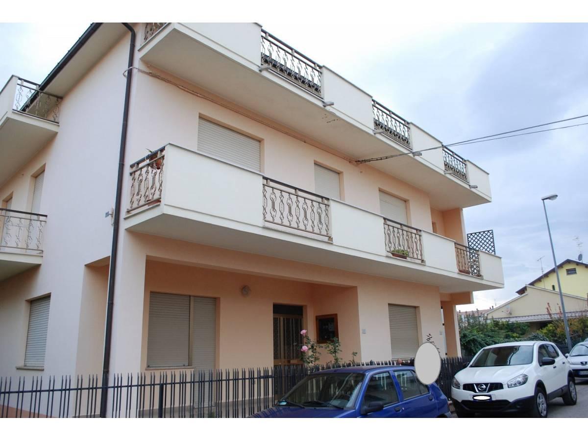 Casa indipendente in vendita in via kennedy a roseto degli for Casa di 900 metri quadrati in vendita
