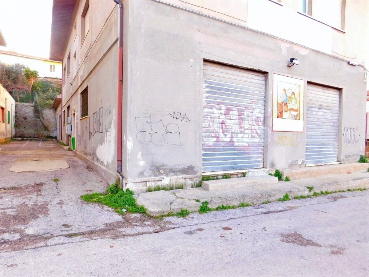 Magazzino o deposito in vendita in via nazionale adriatica for Piano di deposito