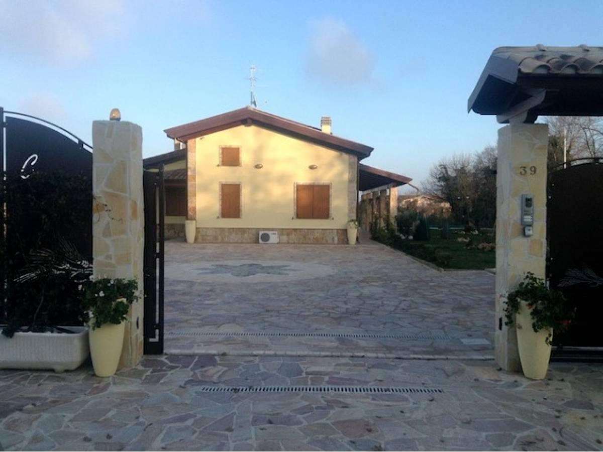Villa in vendita in Via Madonna della Pace  a Città Sant'Angelo - 1393026 foto 26