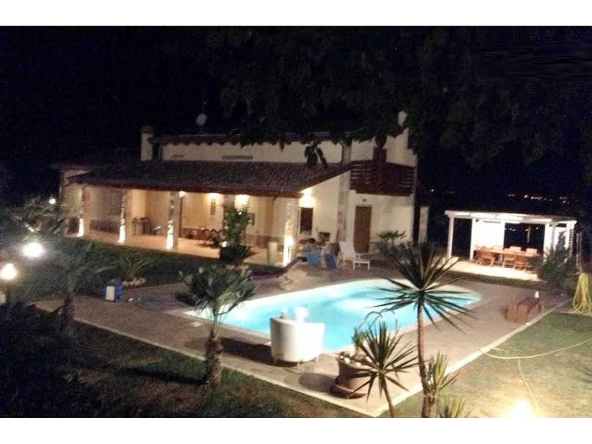 Villa in vendita in Via Madonna della Pace  a Città Sant'Angelo - 1393026 foto 2