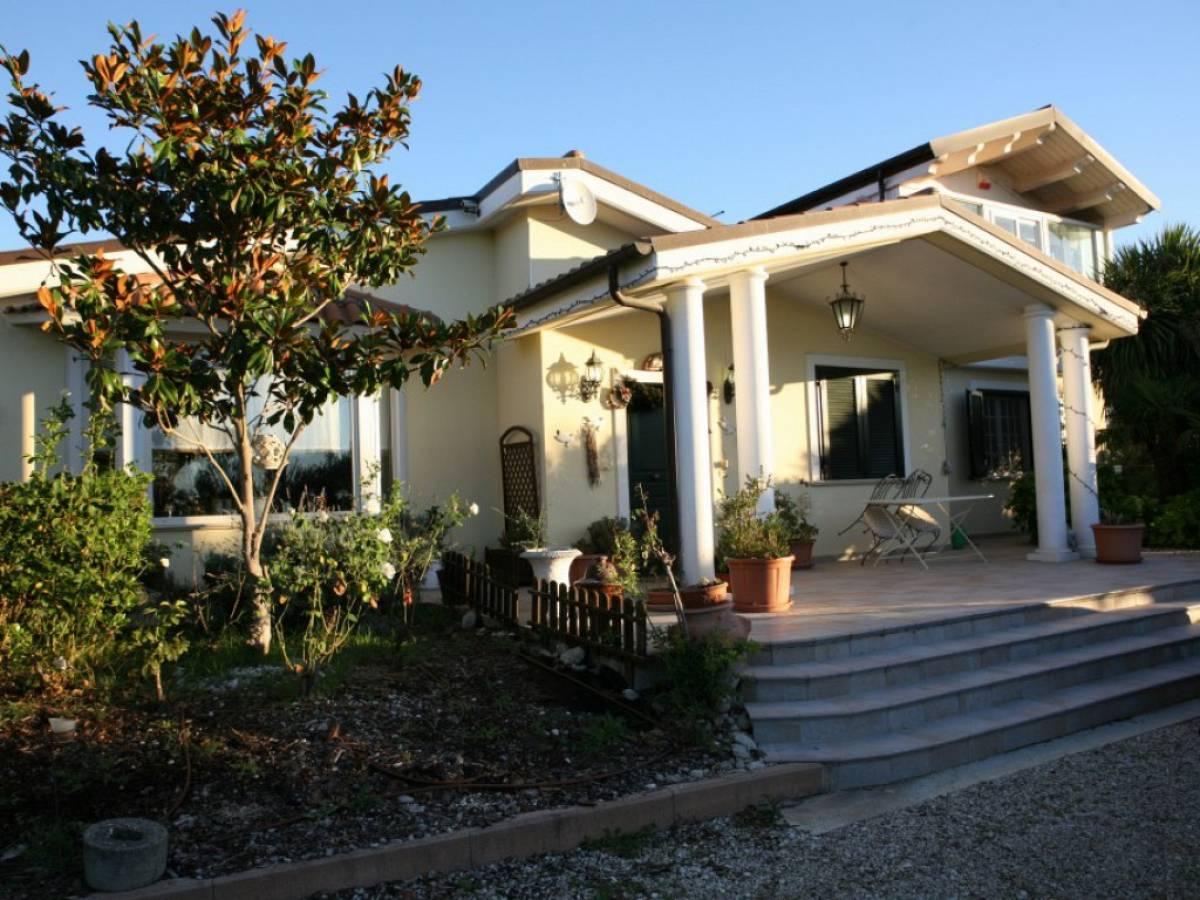 Villa in affitto in contrada Vertonica  a Città Sant'Angelo - 1361183 foto 1