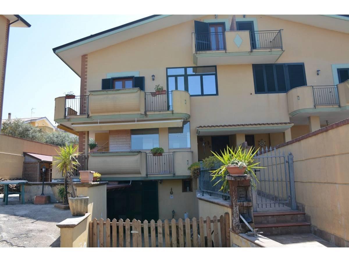 Villa bifamiliare in vendita in Contrada Lazzaretto 83  a Ortona - 9079053 foto 1