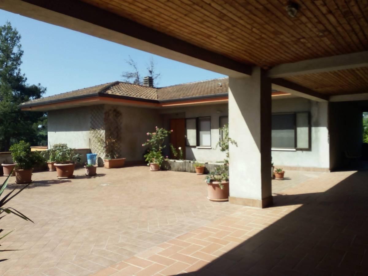 Villa trifamiliare in vendita in strada SS Salvatore zona San Salvatore a Chieti - 769052 foto 1