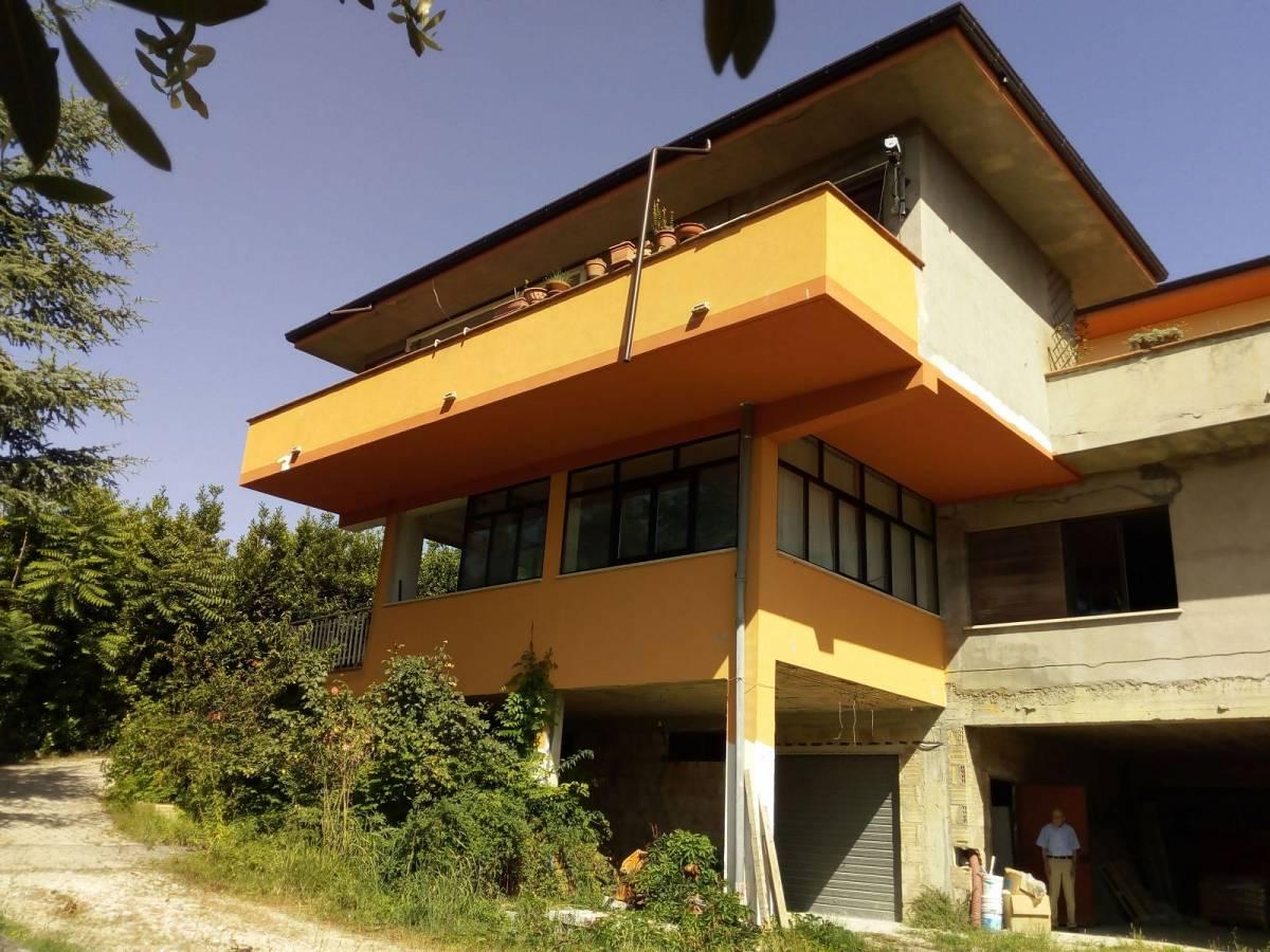Villa trifamiliare in vendita in strada SS Salvatore zona San Salvatore a Chieti - 769052 foto 2