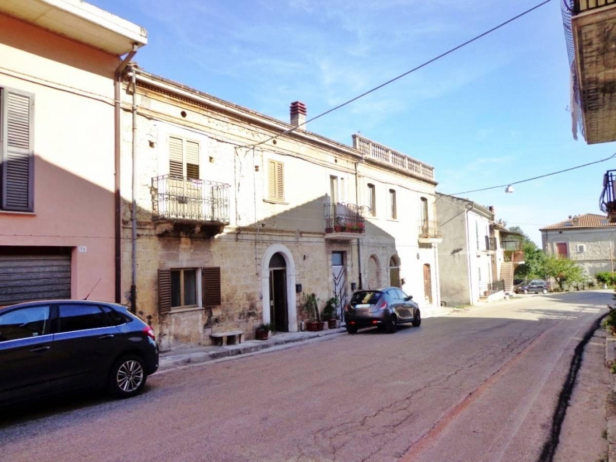 Stabile o Palazzo in vendita in via giardino  a Rapino - 8668566 foto 1