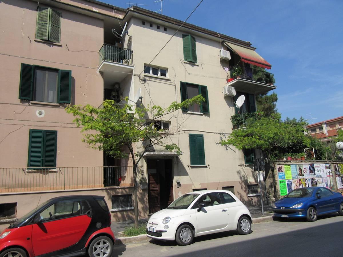 Appartamento in vendita in Via Fratelli Palizzi, 27 zona Scalo Stazione-Centro a Chieti - 5611621 foto 1