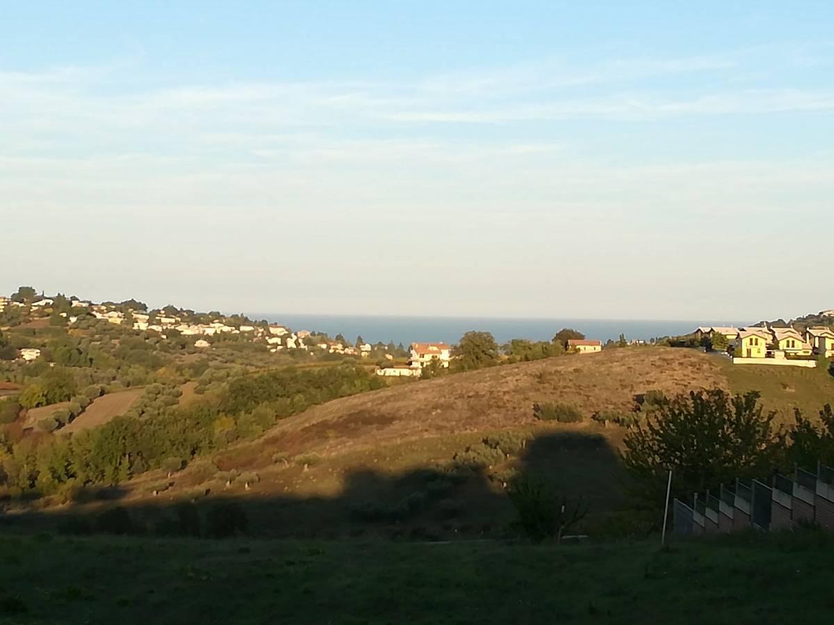 Terreno Edificabile Res. in vendita in C.da Collevento zona Colle a Montesilvano - 6857312 foto 1