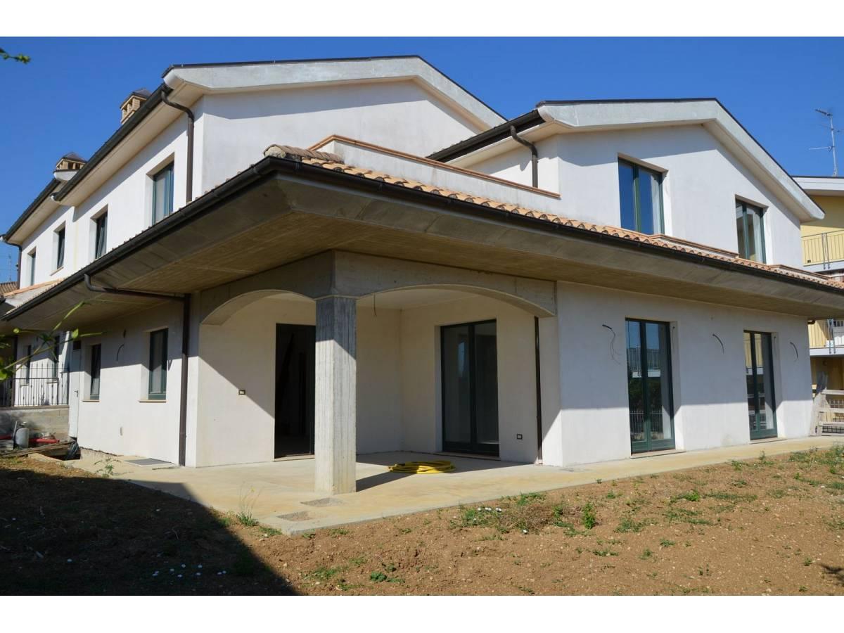 Villa bifamiliare in vendita in via alberto coppa  a Città Sant'Angelo - 6085682 foto 3
