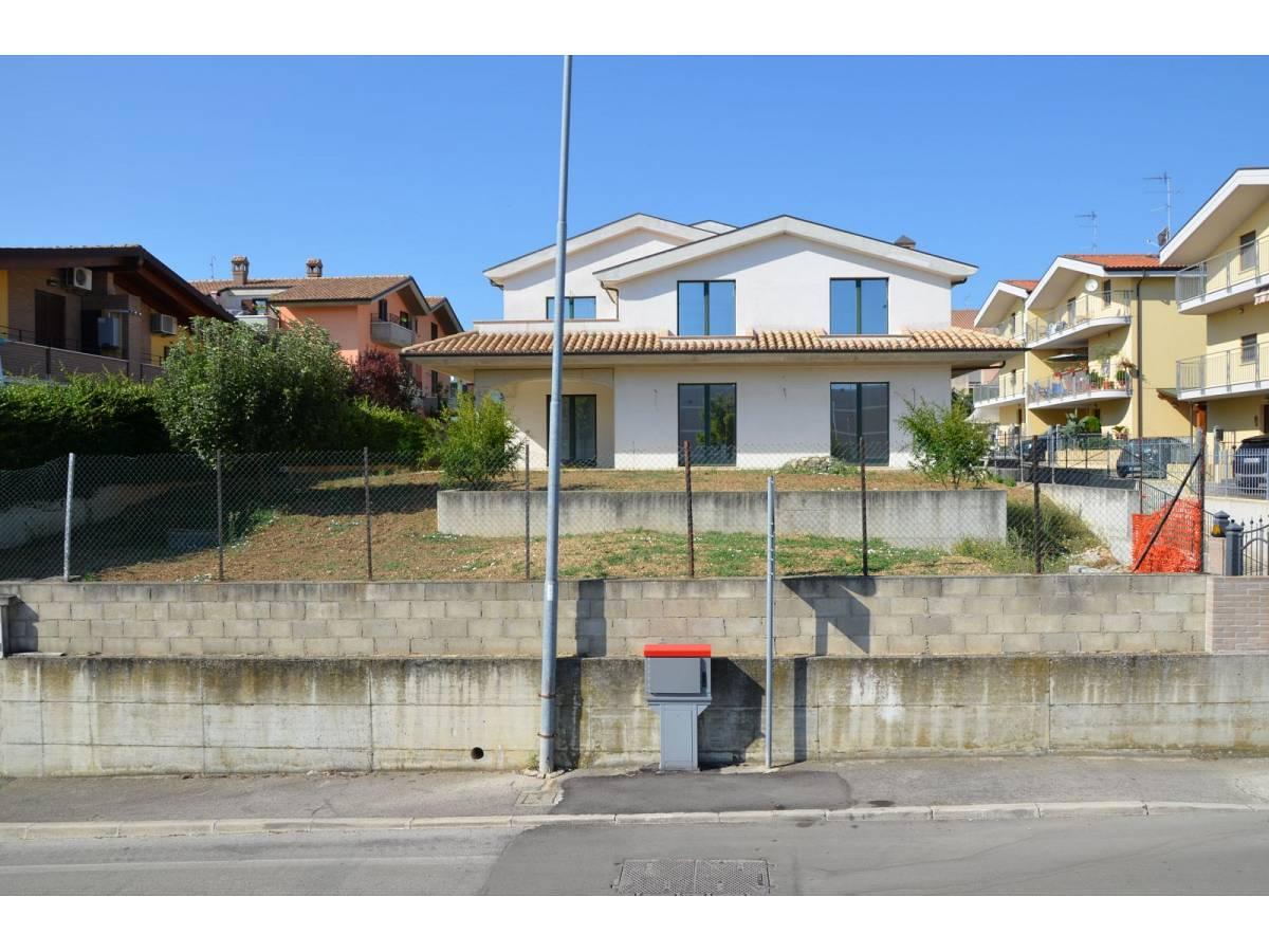 Villa bifamiliare in vendita in via alberto coppa  a Città Sant'Angelo - 6085682 foto 7