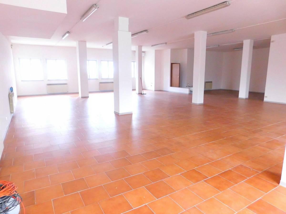 Negozio o Locale in vendita in Via Pietro Nenni zona Dragonara a San Giovanni Teatino - 2654018 foto 4