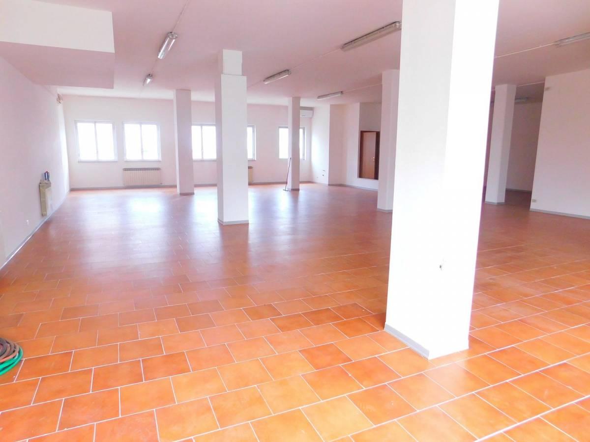 Negozio o Locale in vendita in Via Pietro Nenni zona Dragonara a San Giovanni Teatino - 2654018 foto 6