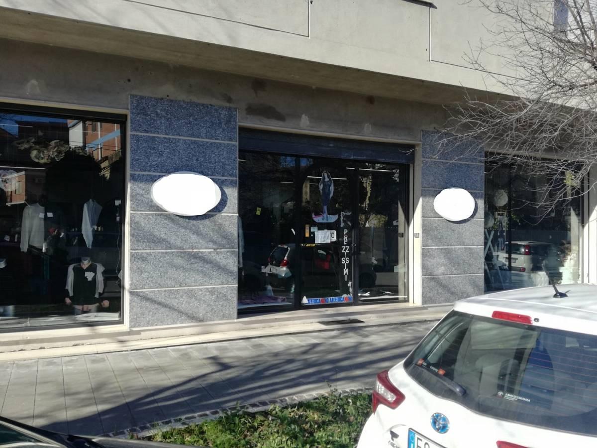 Negozio o Locale in affitto in VIA AVEZZANO zona Scalo Stazione-Centro a Chieti - 5553043 foto 1