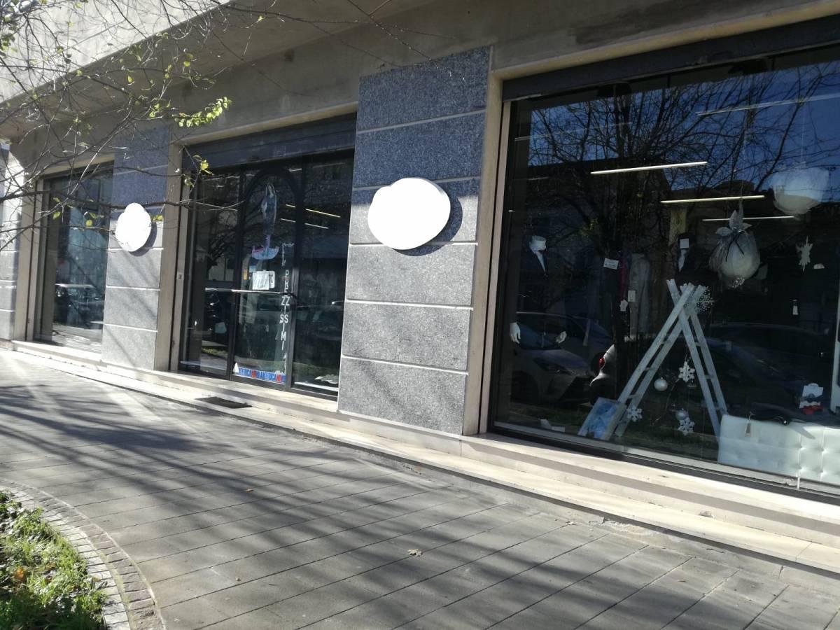 Negozio o Locale in affitto in VIA AVEZZANO zona Scalo Stazione-Centro a Chieti - 5553043 foto 2