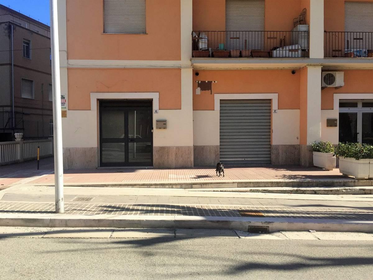 Negozio o Locale in affitto in viale amendola  a Chieti - 2125141 foto 3