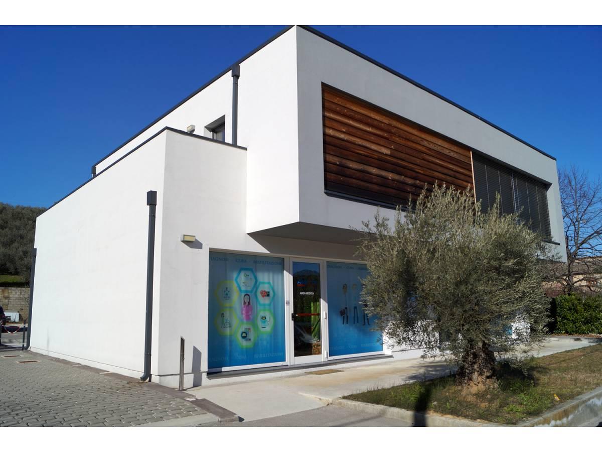 Negozio o Locale in vendita in Via Fondovalle Alento  a Torrevecchia Teatina - 2430384 foto 1