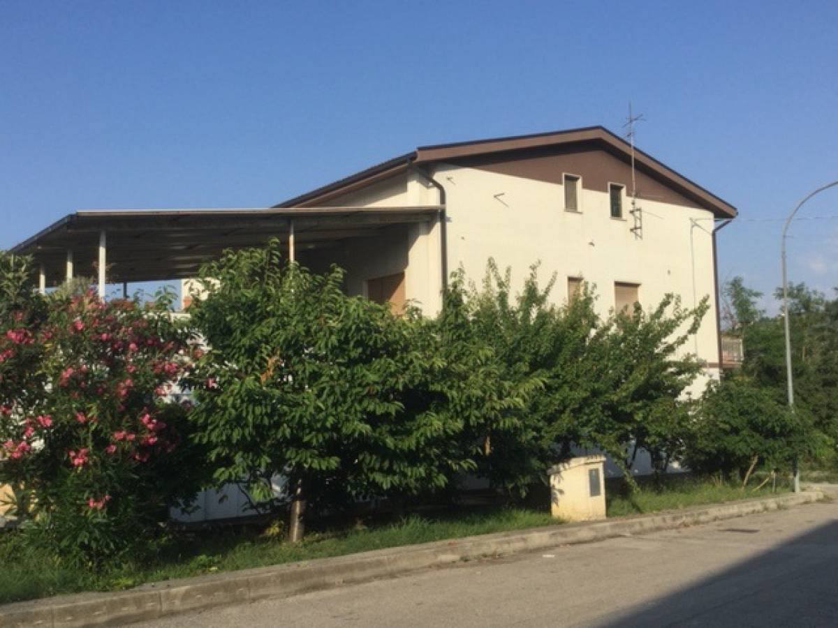 Casa indipendente in vendita in contrada remartello  a Loreto Aprutino - 7537746 foto 1