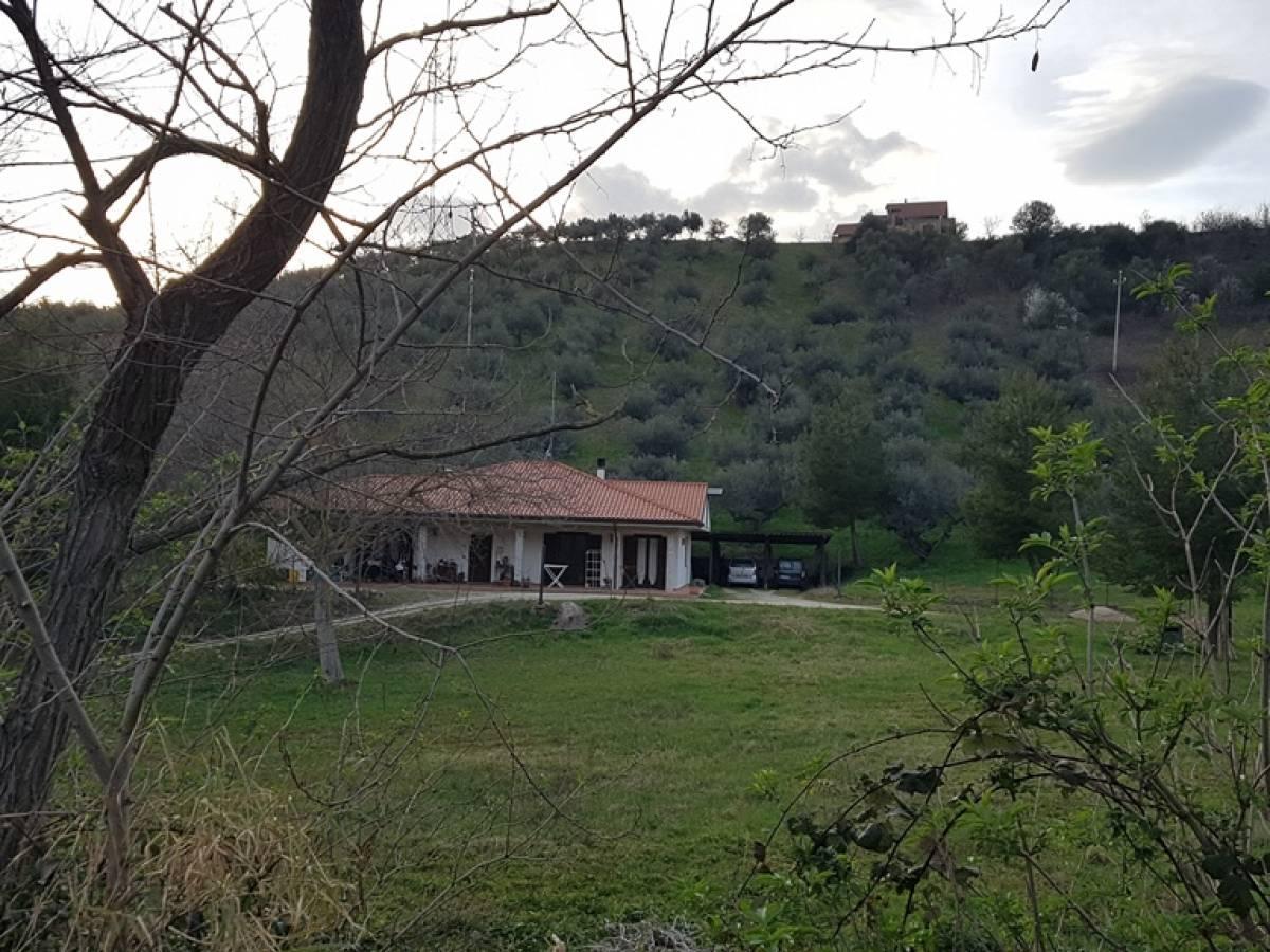 Villa in vendita in c.da Ferrauto  a Loreto Aprutino - 2440781 foto 2