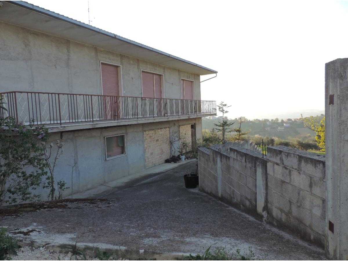 Casa indipendente in vendita in VIA COPPELLI  a Casalincontrada - 5362105 foto 3