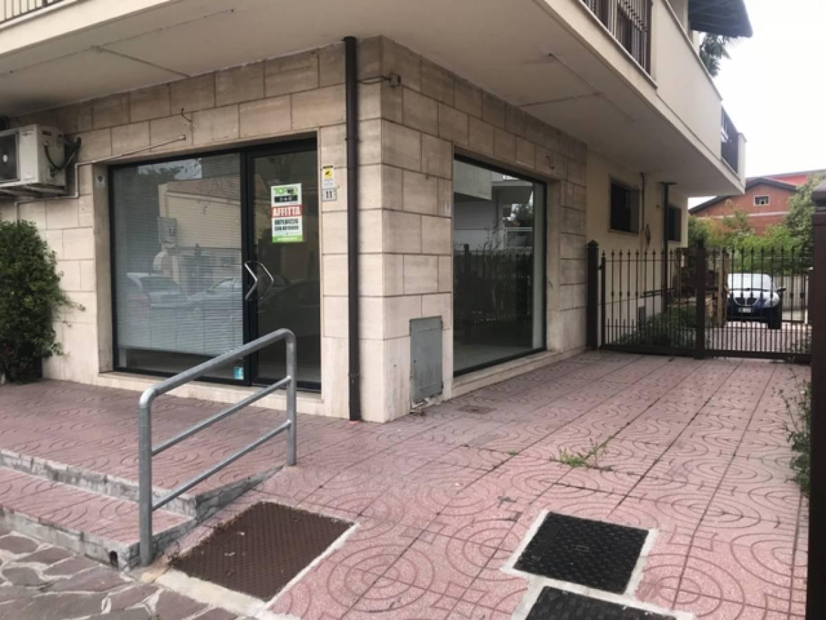 Negozio o Locale in affitto in Via Tiburtina,11 zona Sambuceto Centro a San Giovanni Teatino - 4266225 foto 1