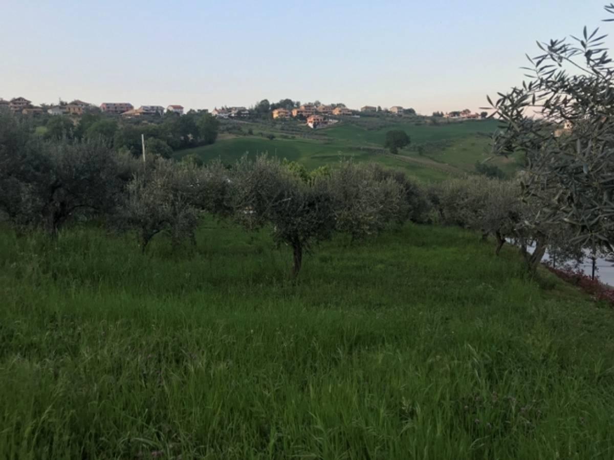 Terreno Edificabile Res. in vendita in VIA COLLE MARCONE  a Bucchianico - 7600966 foto 3