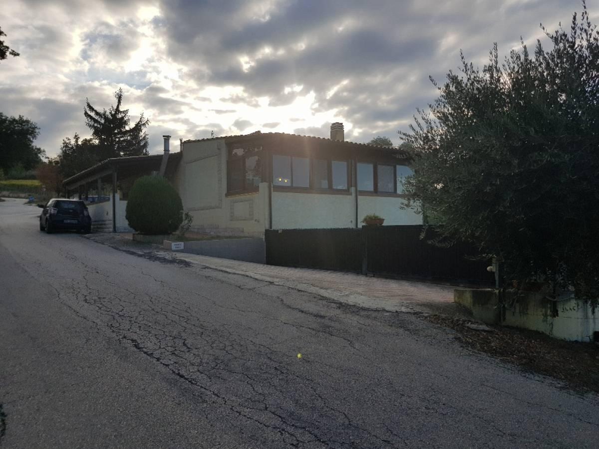 Villa in vendita in   a Ari - 9701469 foto 1