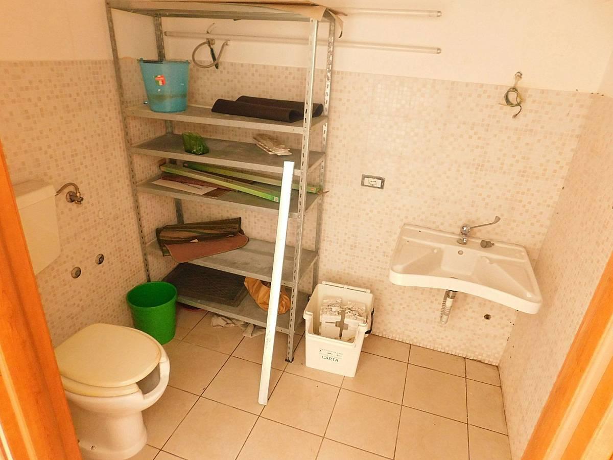 Negozio o Locale in affitto in Via Nazionale Adriatica 26  a Francavilla al Mare - 5031925 foto 7