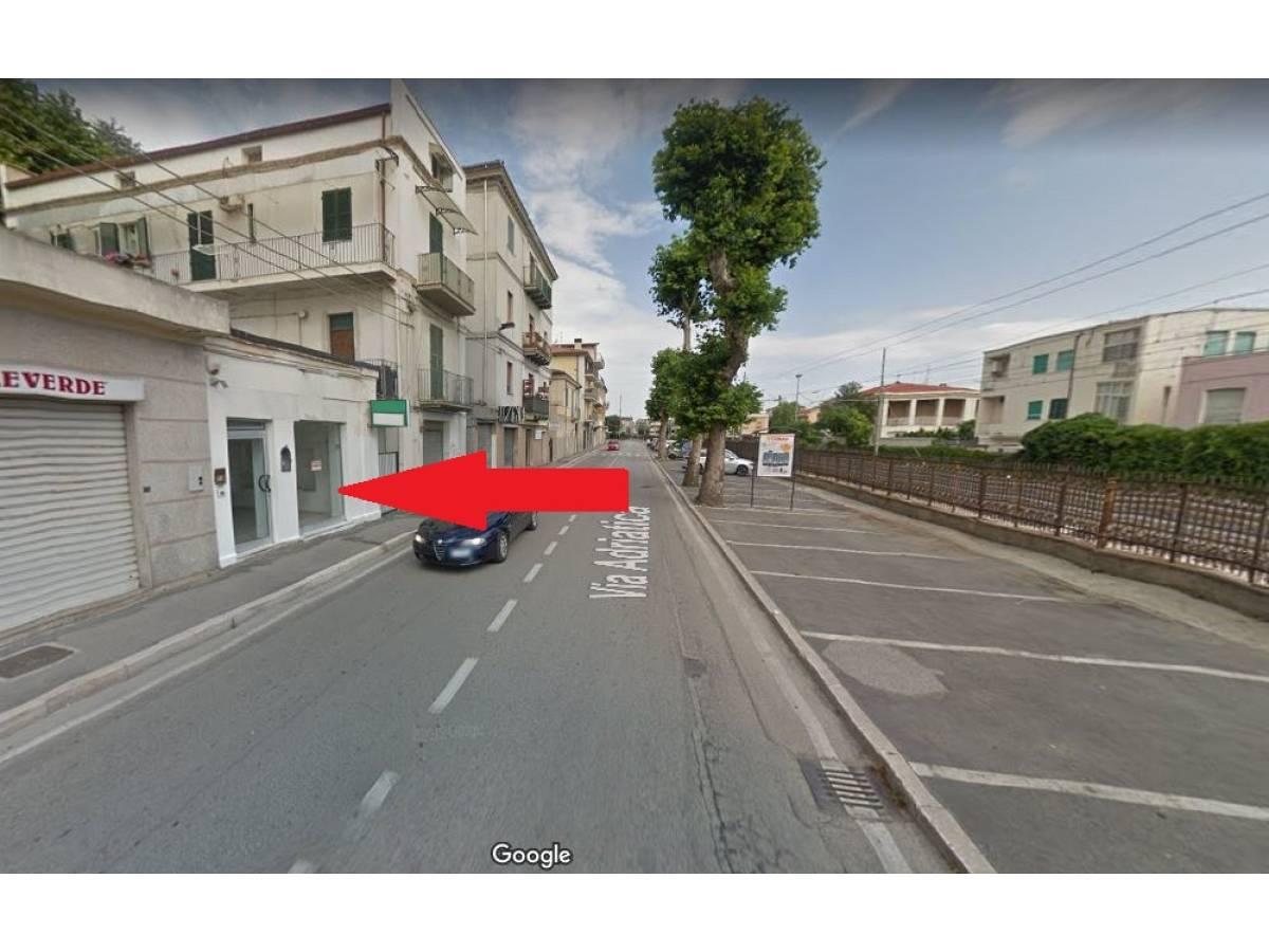 Negozio o Locale in affitto in Via Nazionale Adriatica 26  a Francavilla al Mare - 5031925 foto 11