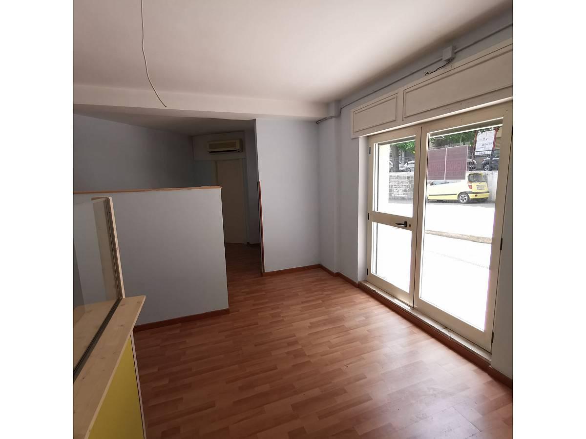 Negozio o Locale in affitto in Via Brigata Maiella    a Chieti - 2119321 foto 2