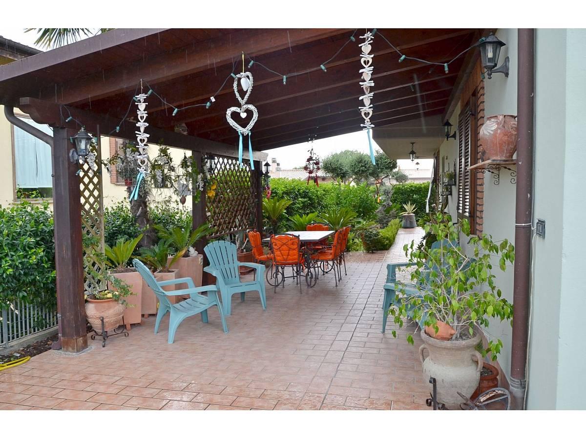Villa bifamiliare in vendita in via delle more  a Città Sant'Angelo - 4024897 foto 2