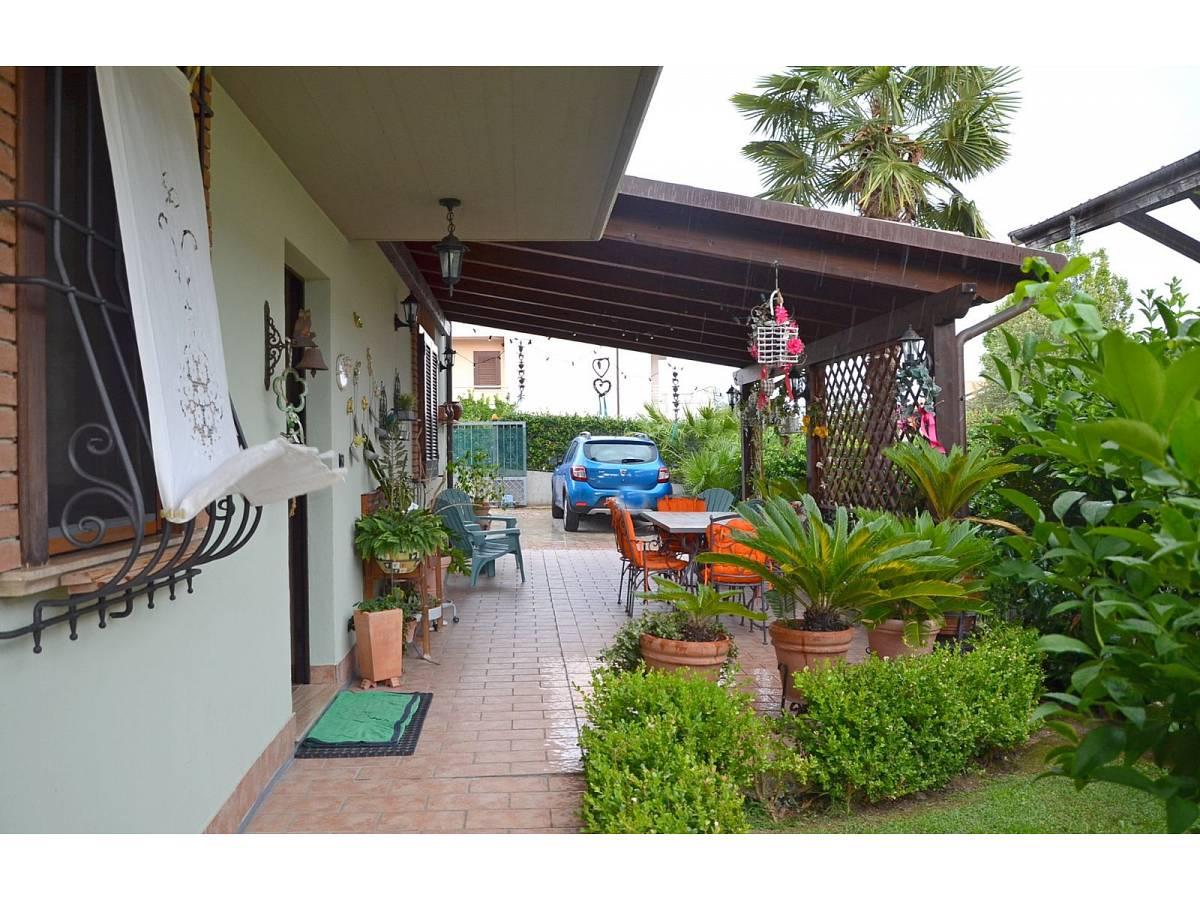 Villa bifamiliare in vendita in via delle more  a Città Sant'Angelo - 4024897 foto 3
